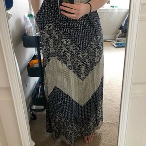 Patterned strapless maxi dress